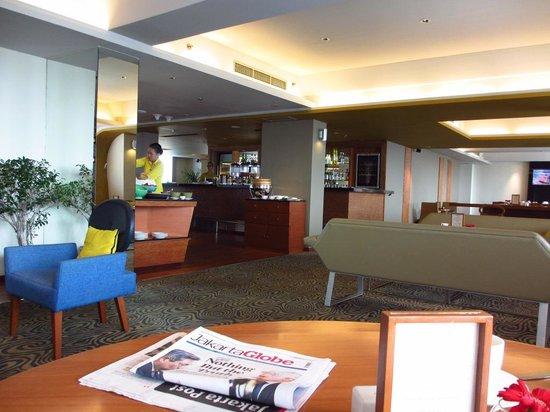 Alila Jakarta : Executive lobby view 2