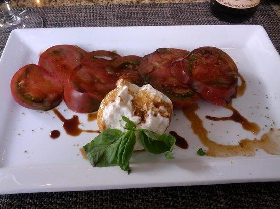 The Colonial Inn: Tomato and mozzarella salad - Yum!