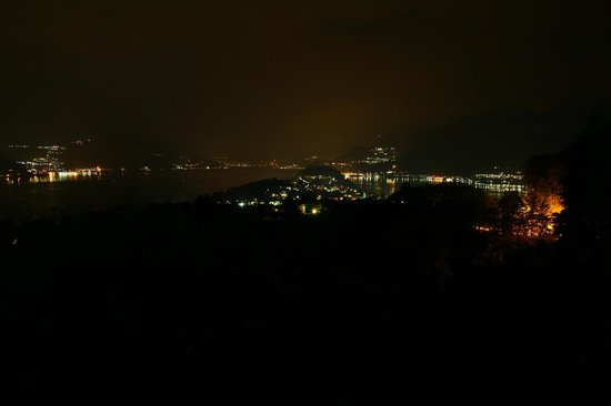 Hotel Il Perlo Panorama : The night view from our balcony (junior suite)