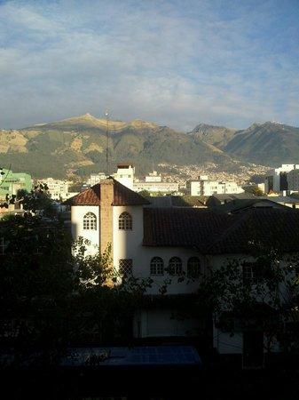 Windsor Hotel: Vista de Quito desde hab. 305