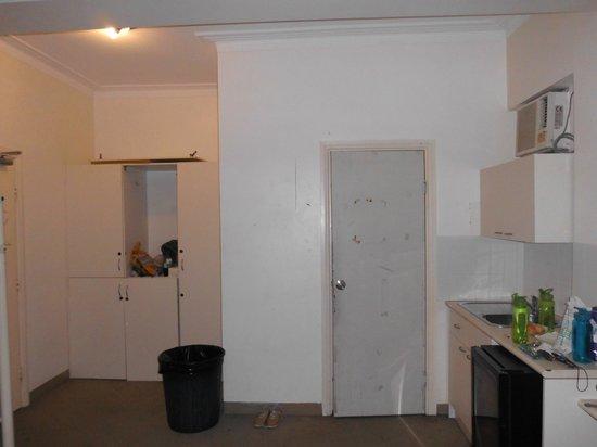 Dlux Budget Hotel: cupboard broken and bathroom door damaged