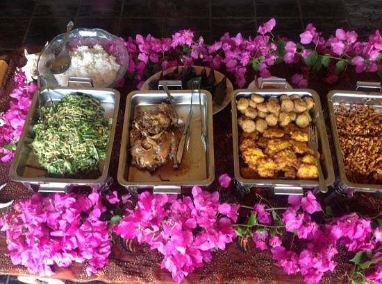 Oka Kartini Bungalow: lunch provided by Oka
