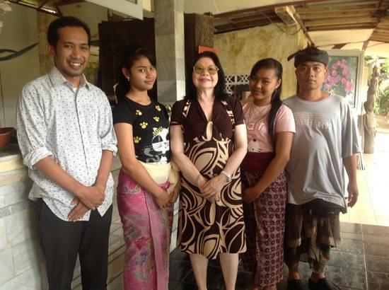 Oka Kartini Bungalow: oka and her staff