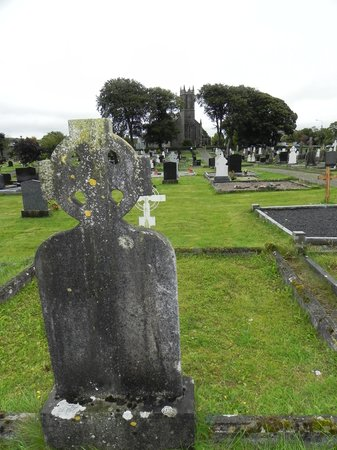 Cavan County Museum : A Co. Cavan church and graveyard