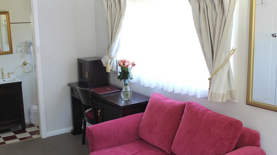 The Metropole Guesthouse : Queen Room