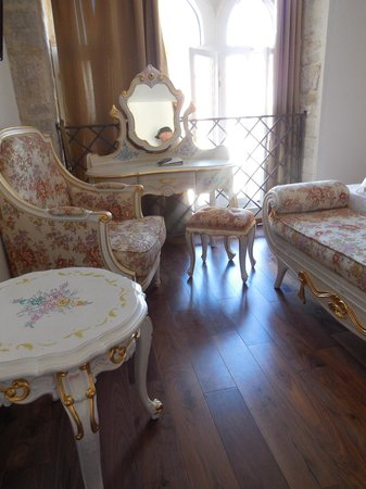 Jupiter Heritage Hotel : möblering i rummet
