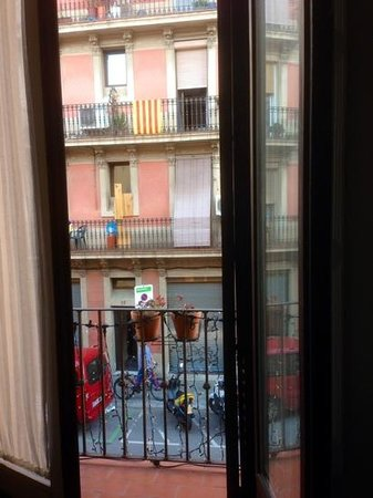 Hostal Poblenou Bed & Breakfast: view across tohe street