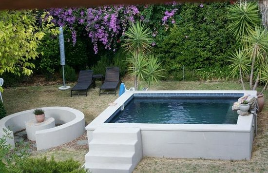 Four Oaks Guest House: Pool
