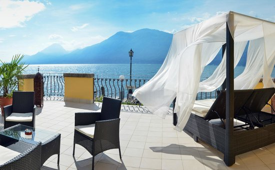 Hotel Brenzone: Terrace with lake view