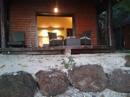 Kanua Tera Ecolodge: notre bungalow vue de la plage!