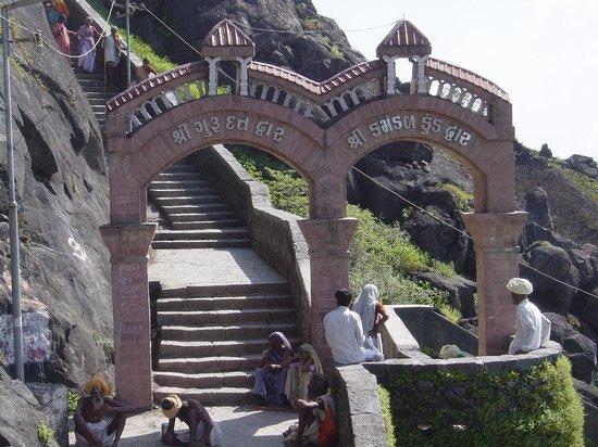 Girnar Temples: Shree Gurudatt Dhwar