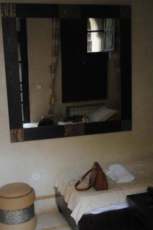 """Riad Diana : Sehr schöner großer Wandspiegel in der Suite """"Arba"""""""