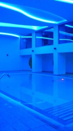 The Kresten Royal Villas & Spa : piscine intérieure
