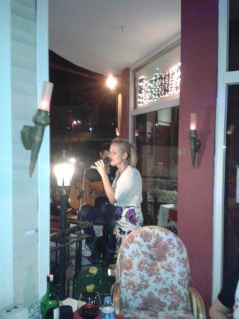 Little Norway Resturant and Bar: Je hebt je roeping gemist meissie maar het kan nog steeds !!!!