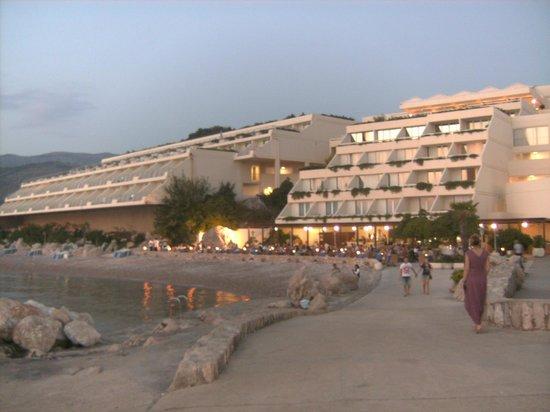 Valamar Dubrovnik President Hotel: aan de zee bij het hotel