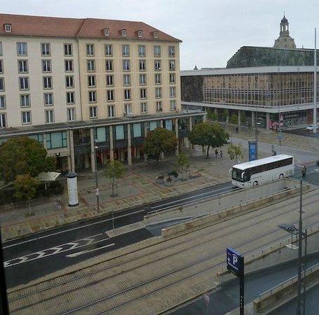 Ibis Budget Dresden City: Se podía ver un poco de 'Frauenkirche' desde nuestra habitación