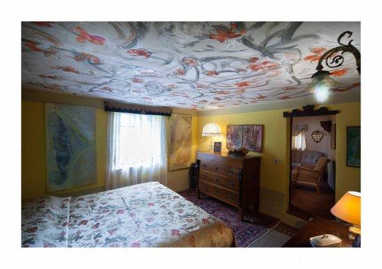 camera da letto gialla casa a torre - Foto di B&B Al Museo, Bobbio ...