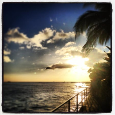 Sheraton Waikiki: Stunning Sunsets from RumFire