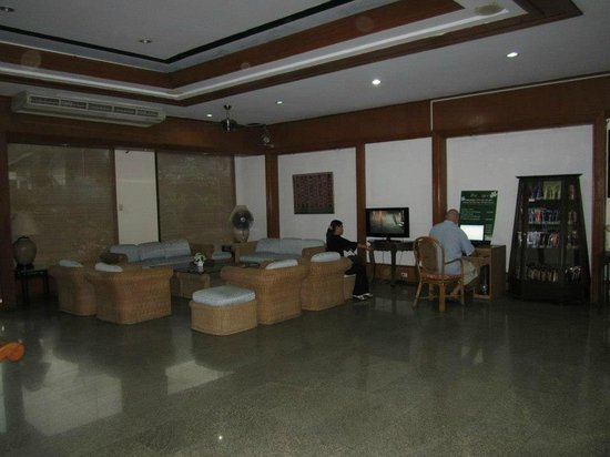 Tapae Place Hotel: Parte del lobby