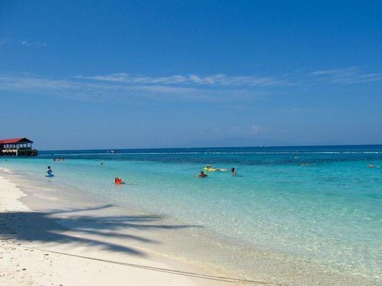Perhentian Tuna Bay Island Resort : Spiaggia Tuna