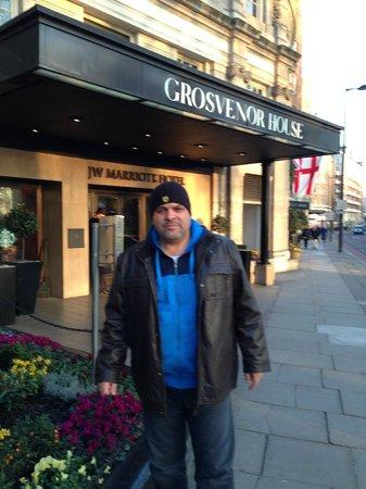 Grosvenor House, A JW Marriott Hotel: entrance