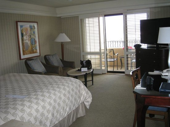 Monterey Bay Inn: Nice sized room, clean, great view