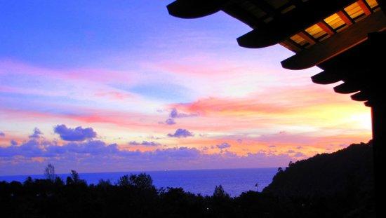 อวิสตา ไฮด์อะเวย์ รีสอร์ท แอนด์ สปา เอ็มแกลเลอรี บาย โซฟิเทล: Sunset from the balcony of the room