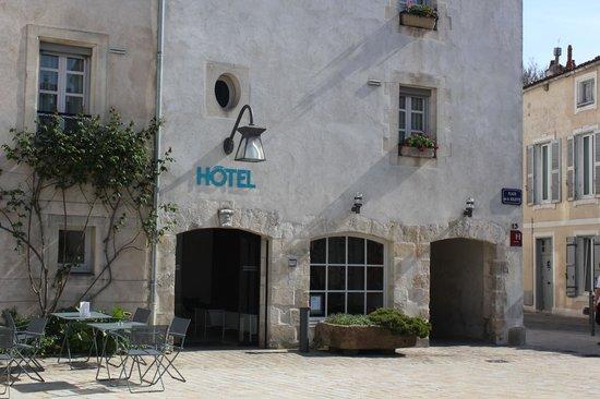 Très Place de la Solette - Photo de Hôtel Saint Nicolas, La Rochelle  TH65