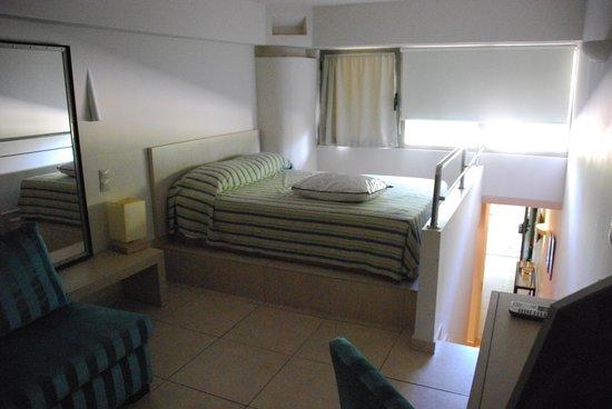 Sitia Beach City Resort & Spa : partie haute de la chambre duplex