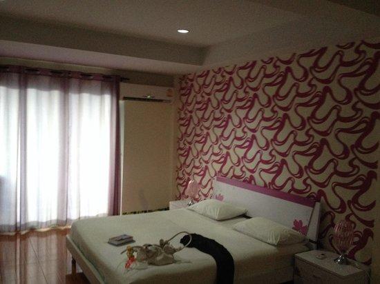 Apple Inn : Pink suit
