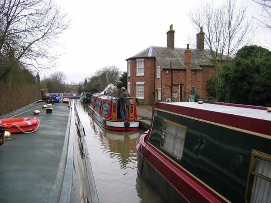Boat House: Canal Traffic Jam