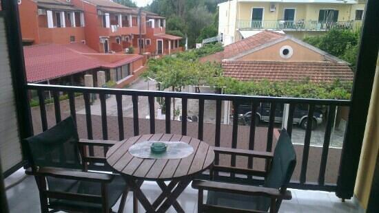Dominoes Hotel: Balcony from room