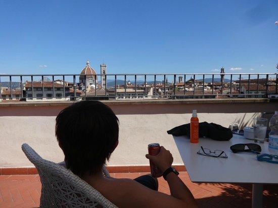 Grand Hotel Minerva: Sentado en la terraza, viendo techos de Florencia, al mediodía con muchoooooo calor