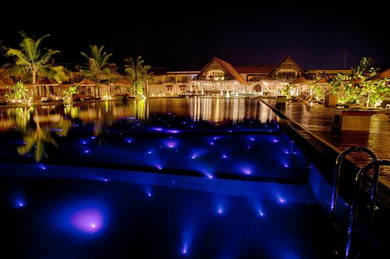 Kalkudah, Sri Lanka: Pool at night