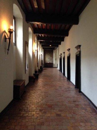 Le Grand Hotel de l'Abbaye : Un des couloirs des chambres