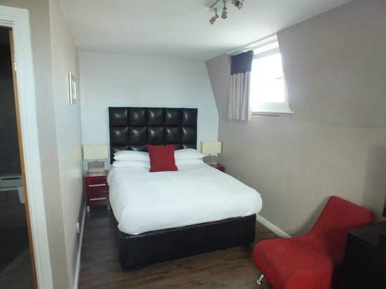 The Royal Hotel: Double bed