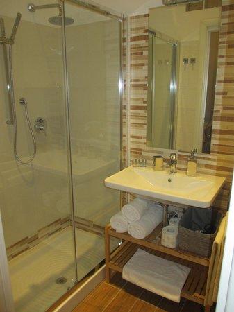 Rest Guesthouse: Salle de bain