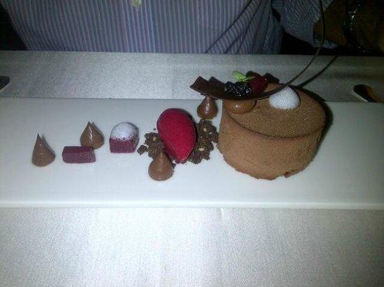 Salon Fine Dining Restaurant: Chocolate desert - to die for