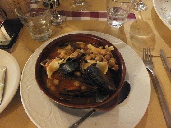 Ristorante Pizzeria Il Garibaldino : zuppa di pasta, ceci e frutti di mare