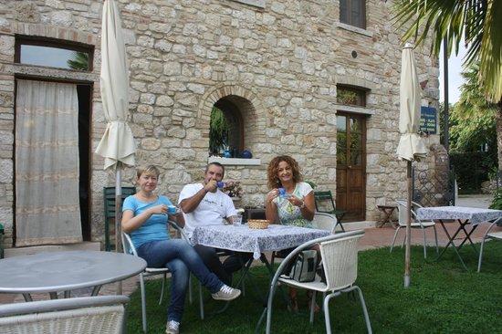 Casale Gregoriano: Colazione in giardino