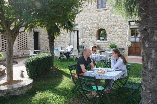 Casale Gregoriano: Il giardino