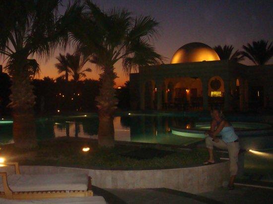 The Oberoi Sahl Hasheesh: Uitzicht van het zwembad 's avonds