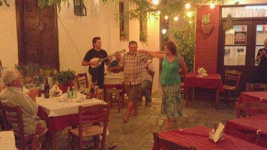 Taverna Alexandros: Όπα