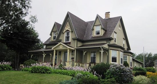 Heritage Home Bed and Breakfast: The beautiful Heritage Home in North Sydney, Cape Breton