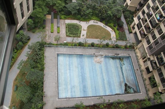 Guangzhou Central Plaza International Apartment: The Pool