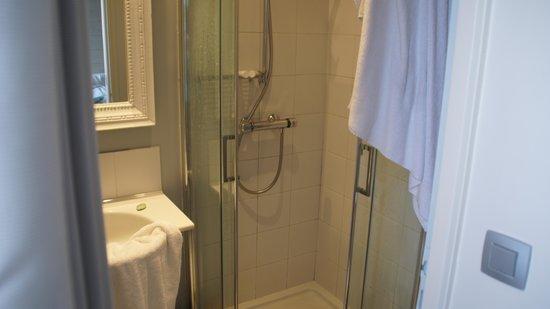 Les Costans: salle de bain