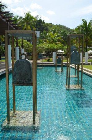 Katathani Phuket Beach Resort: Hotel grounds