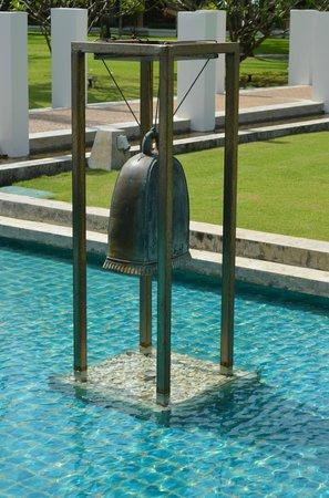Katathani Phuket Beach Resort: Hotel fountain