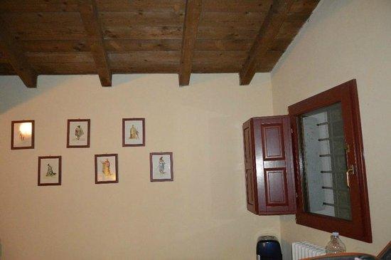 Agriturismo Palazzo Minelli : parete stanza