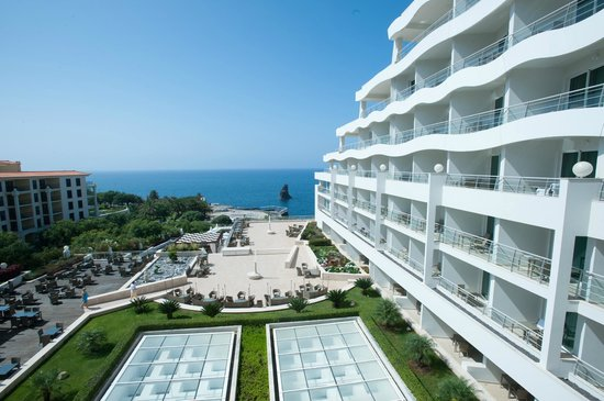Melia Madeira Mare Resort & Spa : OCEANFRONT DECK AND VIEW